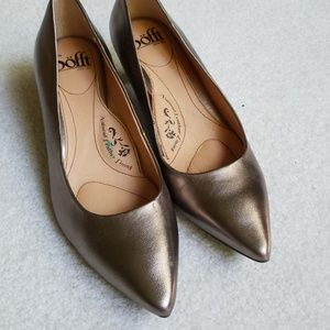 NWOT copper pumps by Sofft!
